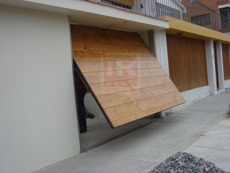 Puertas levadizas seccionales de garaje peru door for Puertas automaticas garaje